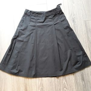 Gap retail black pleated skirt